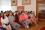 Absolventi Středního odborného učiliště Nové Strašecí si převzali ve slavnostním sále Městského úřadu Nové Strašecí výuční listy.