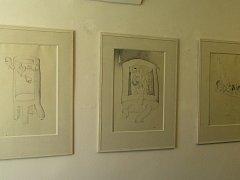 Nápad vystavit své kresby vznikl v hlavě sochaře Jaroslava Urbánka a k vidění jsou zde díla jedenácti umělců.