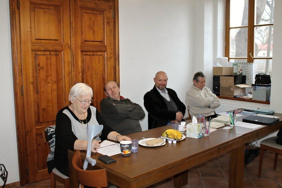V devatenácti obcích šli lidé v sobotu volbám. Stejně tak v Děkově.