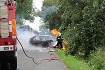 Nehoda u Čelechovic. Z hořícího vozu pomohli řidiči náhodní kolemjedoucí lidé