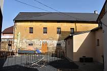 Vznik komunitního centra v Kněževsi, v budově bývalých stájí hostince čp. 102.