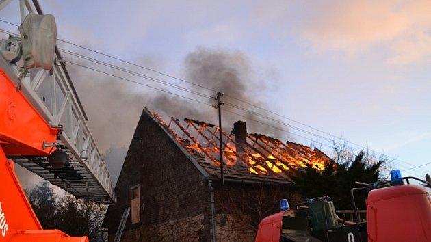Požár rodinného domu v Krupé.