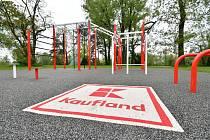 Vuplynulých letech otevřel Kaufland podobná workoutová hřiště vKarviné a vHodoníně.