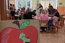 Jablíčkování v čistecké mateřské škole.