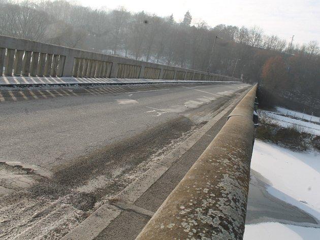 Masarykův most ve Zbečně