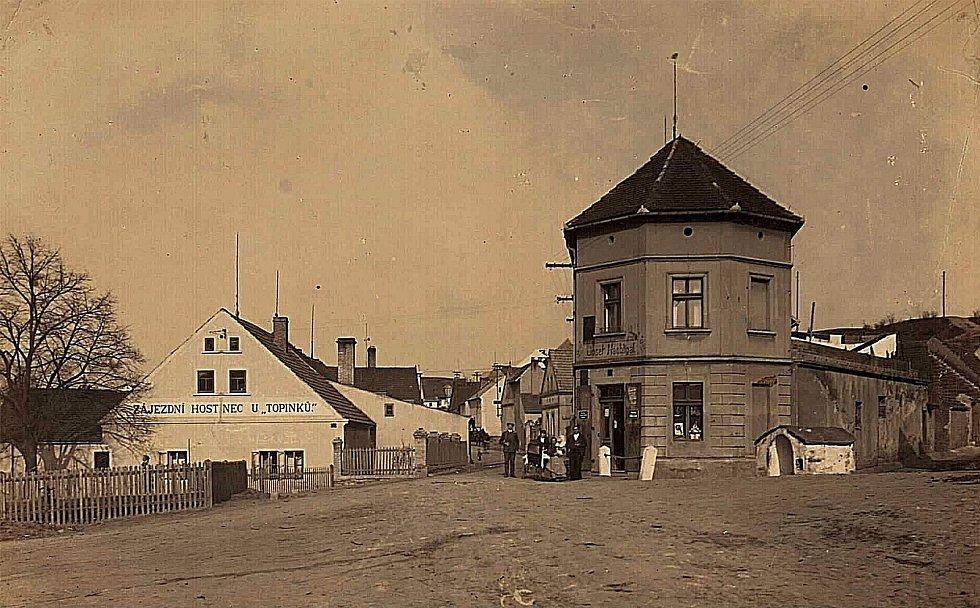 Šanovská náves se studánkou. Rok 1920.