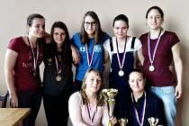 Futsalistky FK Rakovník s divizním pohárem.