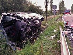 U Řevničova se srazil osobní automobil s autobusem. Řidič osobáku byl na místě mrtvý