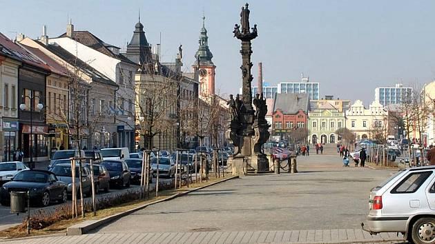 Husovo náměstí s Mariánským sloupem