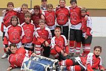 Hokejbalisté Rakovníka mohou slavit postup do finálové skupiny MČR mladších žáků.