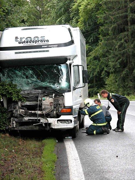 Tragická nehoda se stala na silnici Praha - Karlovy Vary