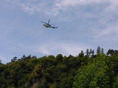Vrtulník v Roztokách při cvičení