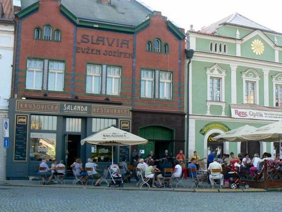 Restaurace Šalanda na Husově náměstí v Rakovníku končí.