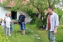 Milan Tichai provedl návštěvníky po své přírodní zahradě.