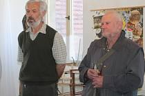 Jaroslav Polák (vlevo) zdravotník novostrašeckých včelařů