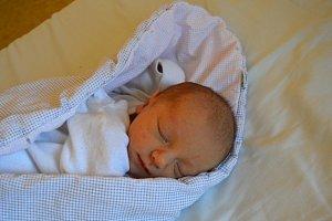 KLÁRA KUBIČKOVÁ, RAKOVNÍK. Narodila se 3. května 2018. Po porodu vážila 3,5 kg. Rodiče jsou Petra a Jiří.