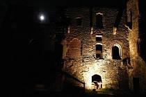 Hrad Krakovec v noci.