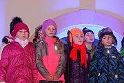 Mikuláš i s celou svojí družinou letos opět zavítal také na Husovo náměstí v Rakovníku.