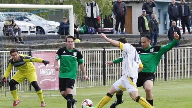 SK Rakovník B  v okresním derby v nejnižší krajské soutěži přejel Hředle 5:0.