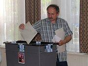 Volební místnost v Domu dětí a mládeže v Rakovníku.