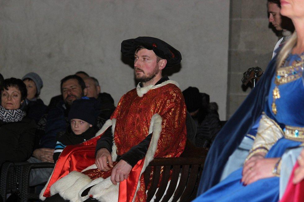 Královský advent na Křivoklátě totiž dostál svému přízvisku a splnil očekávání tisíců turistů, kteří v sobotu či v neděli na hrad zavítali.