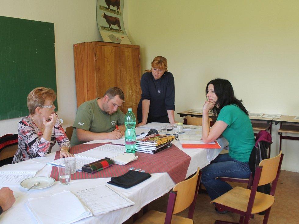 Studenti SZeŠ Rakovník oboru chovatelství maturují z praxe
