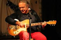 Petr Linhart v jesenickém hudebním klubu Truhlárna