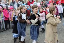 V Rakovníku přivítali jaro děti z mateřských škol a folklórního souboru Borůvky.