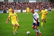 HRÁČ Tatranu Zdeněk Zmeškal (vpravo) si před časem zahrál i proti Tomáši Řepkovi.