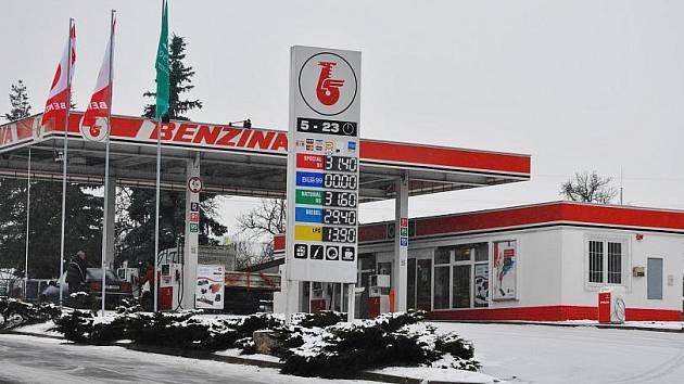 BENZINA, Plzeňská ulice Rakovník: Natural 95 - 31,60  Dieseů - 29,40  Special 91 - 31,40