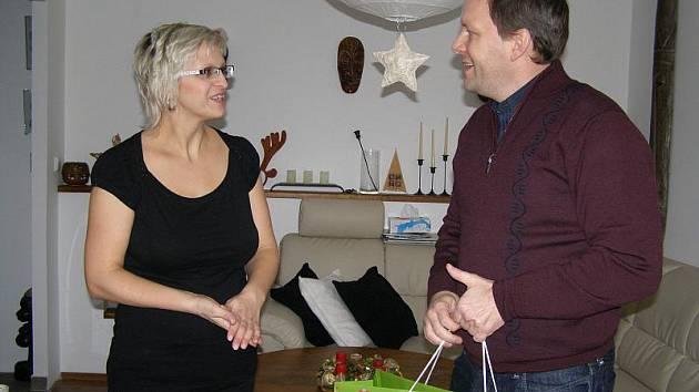 Marcel Chládek obdaroval první narozené miminko.