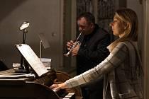 Z vystoupení Olivera Lakoty a Michaely Káčerkové, které bylo předposledním koncertem Heroldova Rakovníka.