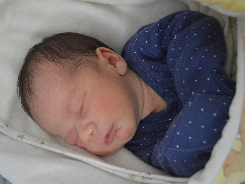 TOMÁŠ TARANT, LOUNY. Narodil se 3. listopadu 2019. Po porodu vážil 2,9 kg a měřil 48 cm. Rodiče jsou Martina a Tomáš. Sestra Deniska.