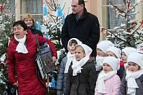 Čtvrtý ročník soutěže o nejkrásněji nazdobený vánoční stromek na Husově náměstí v Rakovníku.
