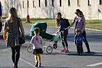 Teplé jarní počasí vylákalo v úterý 30. března 2021 ven spoustu dětí i dospělých.