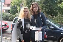 Dívky vybíraly příspěvky pro nadační fond Světluška