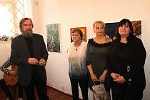 Slavnostní vernisáž tří výtvarnic ve Výstavní síni rakovnické radnice si nenechal ujít ani bývalý ministr financí Miroslav Kalousek.