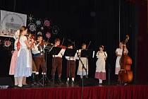 Školní rok na novostrašecké umělecké škole zahájili žáci pásmem vystoupení.