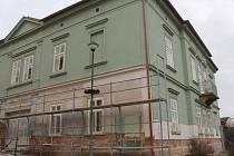 MŠ V Hradbách dostává novou fasádu