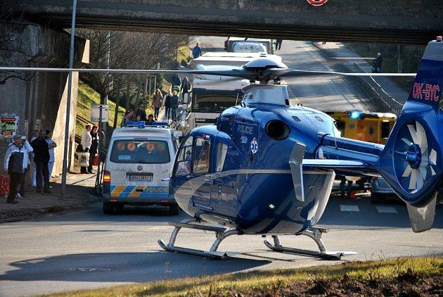 Pro sraženého chodce (73) musel přiletět vrtulník