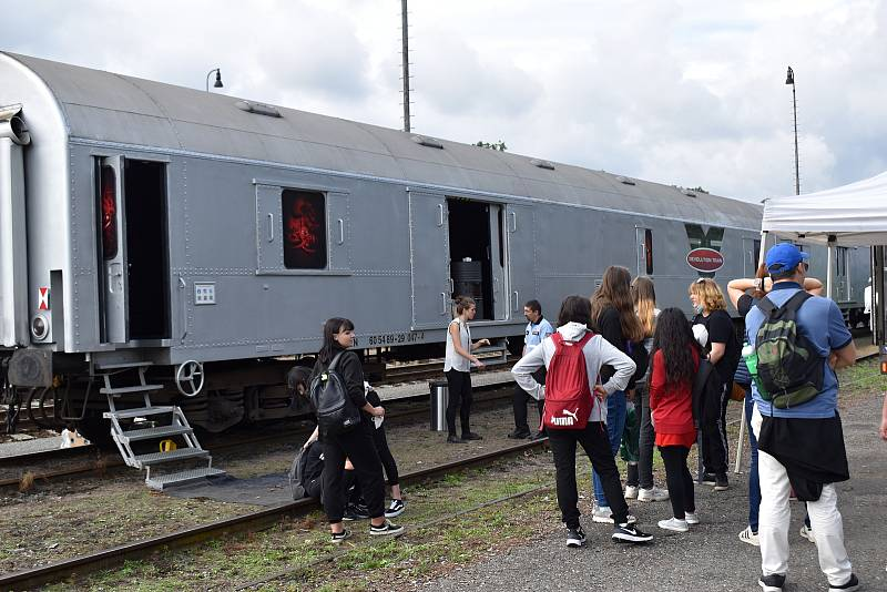 Revolution train na rakovnickém nádraží.