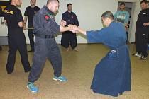 Rakovničtí strážníci a policisté měli speciální výcvik.