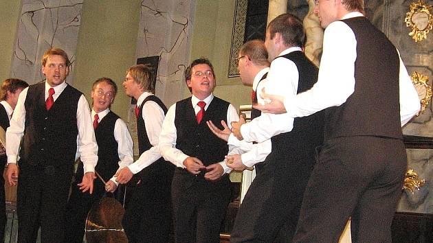 Koncert Gentlemen singers (na snímku) byl opravdovým zážitkem, a to už ve středu od 19 hodin na vás v Heroldově síni čekají Ekatérina Malachkova – Debiak (housle) a Alexei Khorev (klavír). Vstup je na tento další díl Heroldova Rakovníka volný.