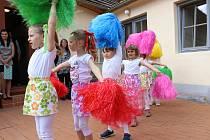 Slavnostní zahájení výstavy dětí z výtvarného kroužku MŠ Vinohrady.