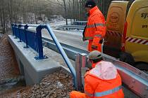 Rekonstrukce vodní propusti na komunikaci mezi Jesenicí a Čistou.