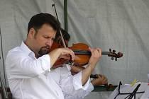 Z koncertu Jiřího Mráze a Epoque Quartet ve Lhotě pod Džbánem.