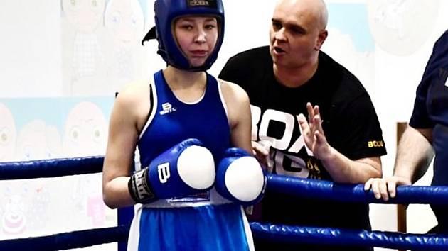 Třináctiletá Sára Chovanová nastoupila ve váze 61 kilogramů.