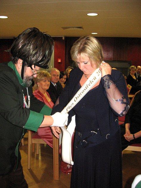 Paní starostová byla dekorována patronkou plesu