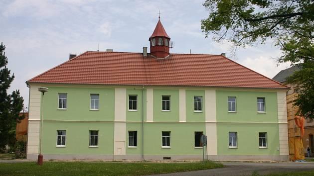 Opravený dům na náměstí v Jesenici