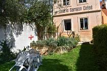 Prostranství Galerie Samson Caffé, která je součástí Muzea T. G. Masaryka.